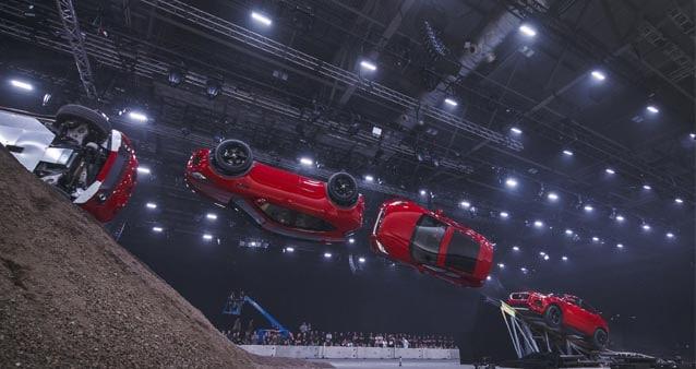 Jaguar präsentiert den E-Pace in VR-Atmospähre