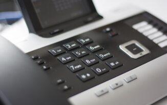 Telefonische Warteschleifen: Wie Unternehmen das Werbepotenzial von Telefonansagen nutzen